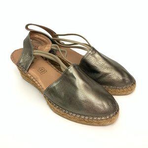 Azura Yumi Metallic Wedge Strap Sandals Pewter